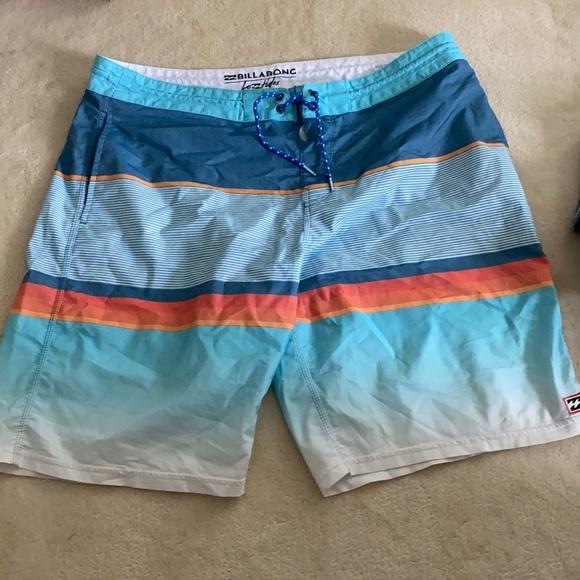 Billabong men's swimsuit size 38